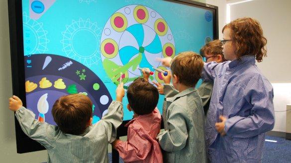 Monitor interactivo educación